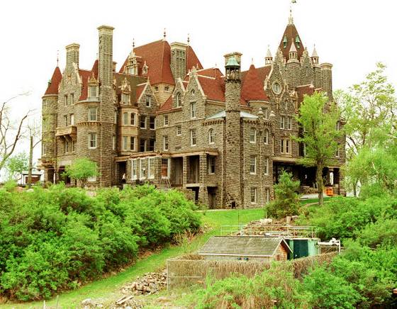TRAVEL BOLDT CASTLE